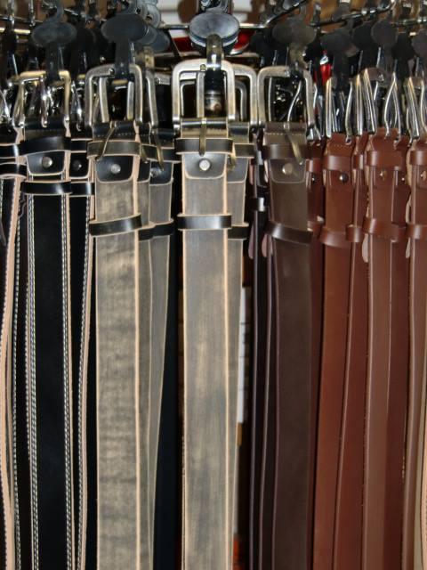 Lederguertel in verschiedenen Farben